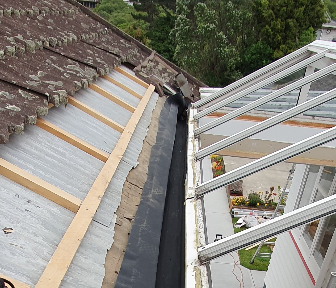 We can provide installation and repair services for rooftop waterproofing.